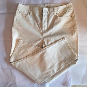 Cream Colored Chico's So Lifting Crop Pants